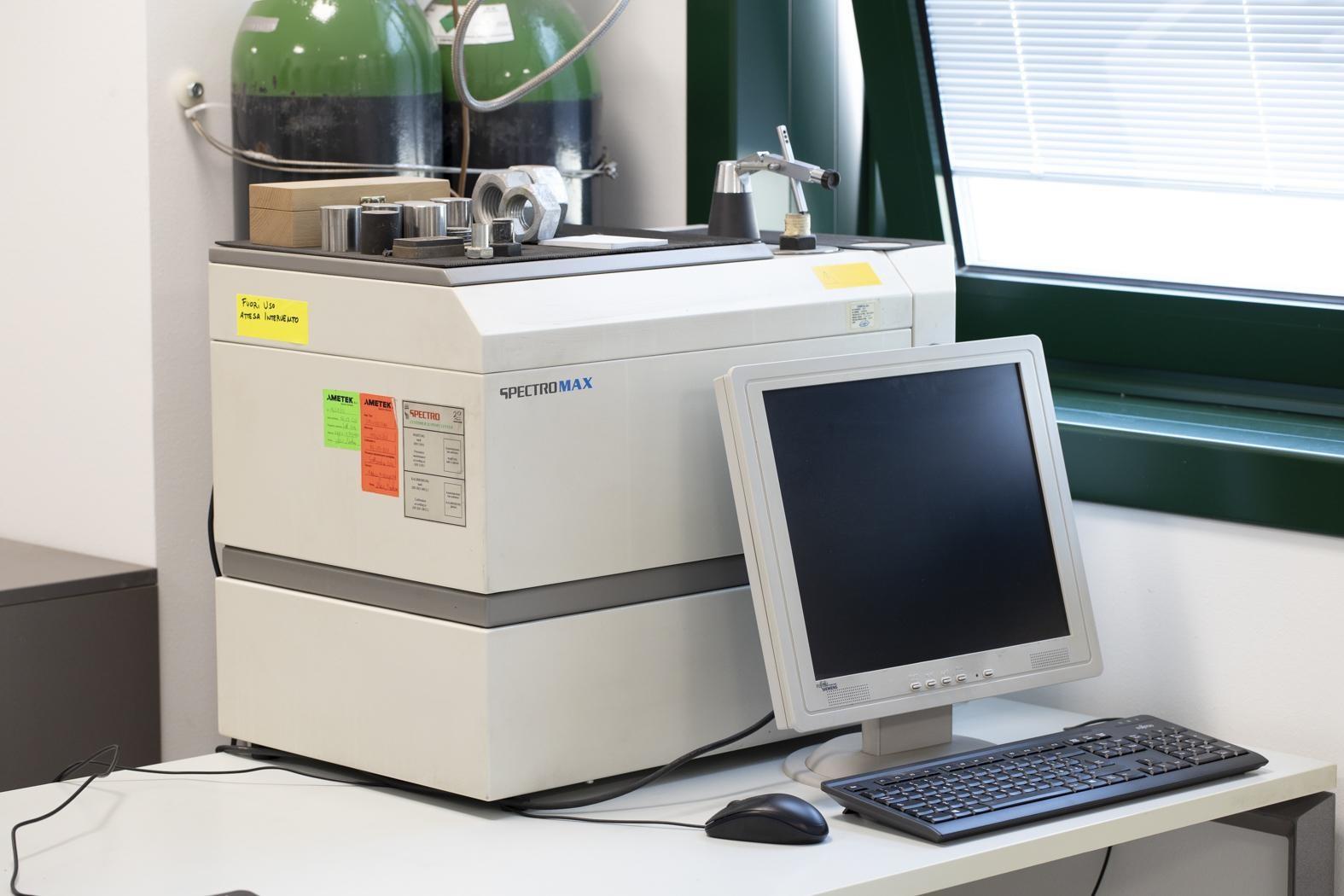 Espectrómetro para análisis de metales